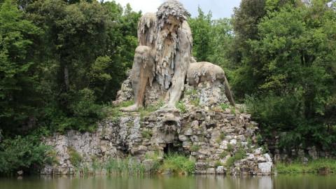 Colossus statue 巨像雕像
