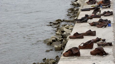 The Shoes On The Danube Bank 多瑙河岸上的鞋子