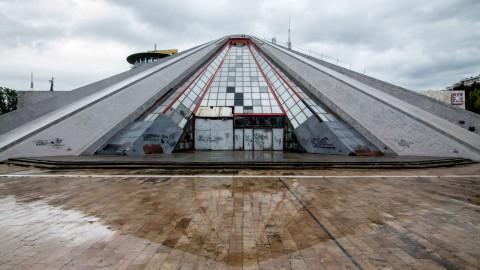 Tirana Pyramid 地拉那金字塔