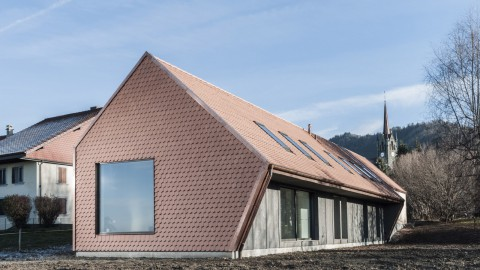 Index Architectes creates asymmetric Village House in Switzerland |Index Architectes在瑞士創建了不對稱的鄉村住宅