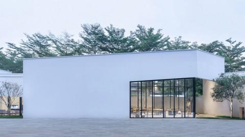 Six interlocking concrete blocks form Living Art Pavilion in Shenzhen 六個互鎖混凝土塊形成深圳生活藝術館