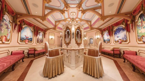 Hong Kong Disneyland Opens a Lovely Bibiddi Bobiddi Boutique 香港迪士尼樂園開設了一間可愛的Bibbidi Bobbidi Boutique