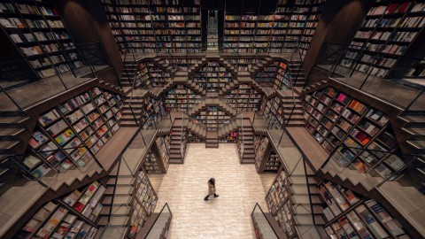 X+Living creates the illusion of a myriad of staircases at Chongqing Zhongshuge Bookstore|X + Living在重慶中書閣書店創造了無數樓梯的錯覺