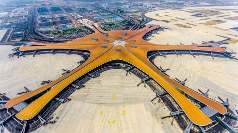 Zaha Hadid Architects' giant starfish-shaped airport opens in Beijing 扎哈·哈迪德建築事務所(Zaha Hadid Architects)的巨型海星狀機場在北京開業