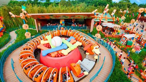 Hong Kong Disneyland – Slinky Dog Spin 香港迪士尼樂園 –  轉轉彈弓狗