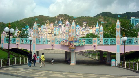 "Hong Kong Disneyland – ""it's a small world"" 香港迪士尼樂園 – ""小小世界"""
