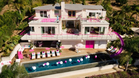 Barbie lists Malibu Dreamhouse on Airbnb|芭比娃娃在Airbnb上列出了Malibu Dreamhouse