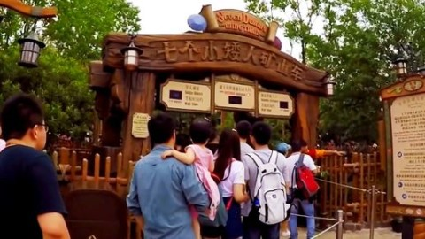 Shanghai Disneyland-Seven Dwarfs Mine Train 上海迪士尼-七個小矮人礦山車