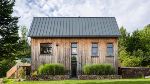 La Firme turns abandoned shed into Quebec home The Barn |La Firme將廢棄的棚屋變成魁北克家園The Barn