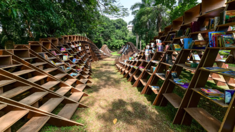 Nudes designs wooden book pavilion to encourage reading in Mumbai 裸體設計木製書亭以鼓勵在孟買讀書