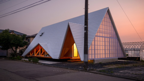 Takeru Shoji Architects builds tent-shaped house in Japanese village|Takeru Shoji Architects在日本村建造帳篷形房屋