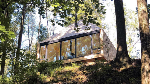 The Hut by Midland Architecture operates off-the-grid in Ohio 小屋(由米德蘭建築設計公司)在俄亥俄進行離網運營