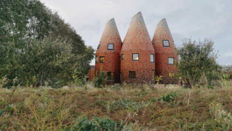 ACME reinterprets the traditional Kentish oast house as a modern family home|ACME將傳統的肯特式烤爐重新詮釋為現代家庭住宅