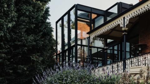 Bence Mulchay adds glass extension to historic Tasmanian villa|Bence Mulchay在塔斯馬尼亞歷史悠久的別墅中增加了玻璃延伸
