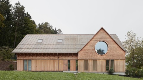Innauer-Matt Architekten completes House with Three Eyes in rural Austria|Innauer-Matt Architekten完成了奧地利鄉村三眼屋