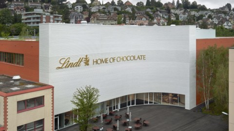 Christ & Gantenbein unwraps Lindt Home of Chocolate on Lake Zurich|Christ&Gantenbein在蘇黎世湖上的Lindt巧克力之家揭幕