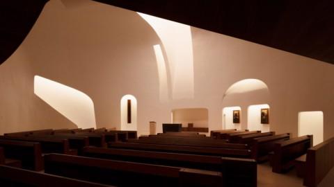 Robert Gutowski Architects designs minimal church interior in response to changes in modern worship 羅伯特·古托夫斯基(Robert Gutowski)建築師設計了最小的教堂內部,以適應現代崇拜的變化