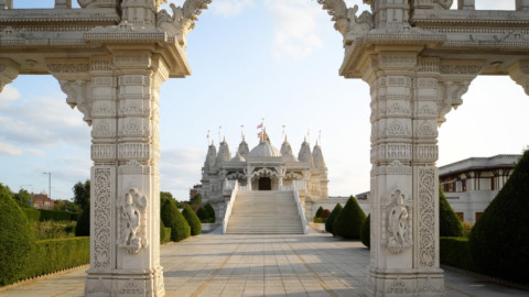 Neasden Temple is built from over 5,000 tonnes of hand-carved stone Neasden神廟是用超過5,000噸的手工雕刻石頭建造的