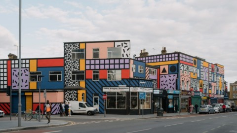 Camille Walala revives east London high street with community-funded artwork|卡米爾·瓦拉(Camille Walala)通過社區資助的藝術品復興了倫敦東部的大街