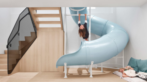 Blue slide is centrepiece of Walker house renovation by Reflect Architecture|藍色幻燈片是Reflect Architecture的Walker房屋翻新的核心