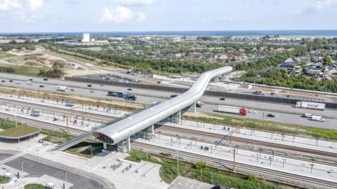 Cobe and Dissing+Weitling design futuristic footbridge for Køge Nord Station|科比北站的Cobe和Dissing + Weitling設計未來派人行天橋