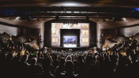 Trahan Architects creates curving wooden balconies for Atlanta theatre|Trahan Architects為亞特蘭大劇院打造彎曲的木製陽台