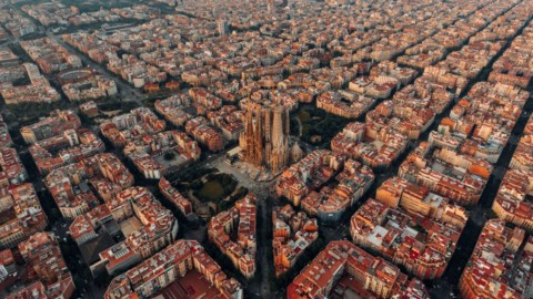 Barcelona to convert a third of central streets into car-free green spaces 巴塞羅那將三分之一的中央街道改造成無車綠色空間
