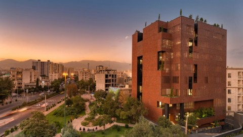 Hooba Design Group clads Tehran office building in brick panels that adjust to the sunlight|霍巴設計集團(Hooba Design Group)用能適應日光的磚砌面板覆蓋德黑蘭辦公樓
