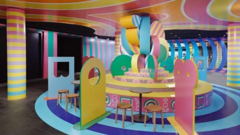 "Adam Nathaniel Furman and Sibling Architecture design super-camp Boudoir Babylon installation|亞當·納撒尼爾·弗曼(Adam Nathaniel Furman)和兄弟姐妹建築(Sibling Architecture)設計""超級大本營""閨房巴比倫裝置"