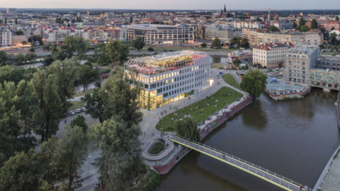 Artist Alicja Biała decorates MVRDV project in Wrocław with floor-to-ceiling murals|藝術家AlicjaBiała用落地壁畫裝飾了弗羅茨瓦夫的MVRDV項目