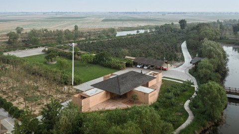 Arch Studio surrounds holiday house in China with covered courtyards|Arch Studio在中國的度假屋周圍環繞著帶頂棚的庭院