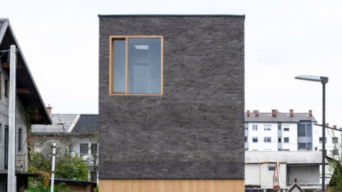 Arhitektura builds two six-metre-wide family homes|Arhitektura建造了兩座六米寬的家庭住宅