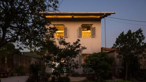 H&P Architects designs white corrugated-metal house in Hai Duong H&P Architects在海陽設計白色波紋金屬屋
