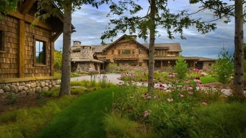 Inside Pelican Lake's 17,000 Sq. Ft. Crow Wing Lodge by Pearson Design Group 在鵜鶘湖的17,000平方英尺內 英尺 皮爾遜設計集團烏鴉之翼旅館